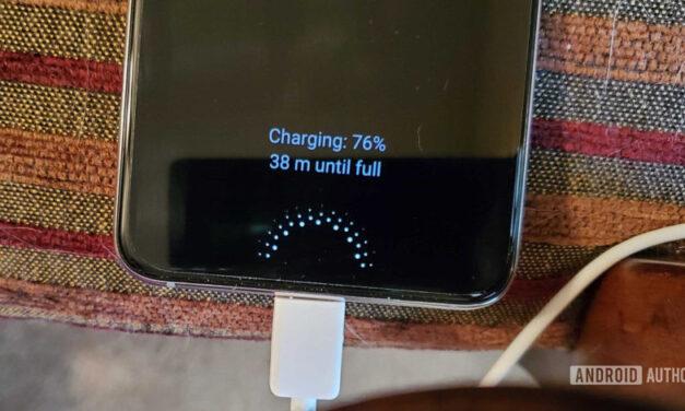Samsung se burla de la falta de cargador de Apple, pero ¿cuánto tardará en degradarse?